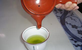 4 おいしいお茶をどうぞ♪