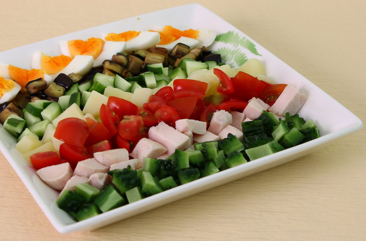 夏野菜たっぷりサラダ(あいらいくレシピ)
