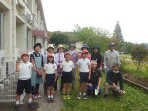 女性部 横川支部 安良小学校*緑のカーテンエコプロジェクト